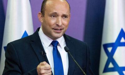O Parlamento de Israel aprovou nesse domingo (13) um novo governo que encerra otempo recorde de 12 anos no poder do primeiro-ministro