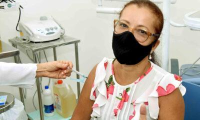 A Prefeitura realiza, neste sábado (12), mais uma edição do Mutirão da Idade para vacinação contra Covid-19 em Salvador. Durante todo o dia,