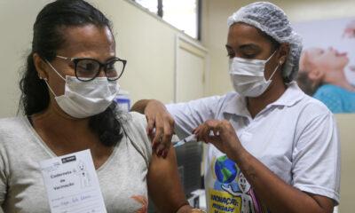 Secretaria Municipal da Saúde (SMS), inicia a partir desta sexta a vacinação contra a Covid-19 das pessoas com idade igual ou superior a 49 anos,