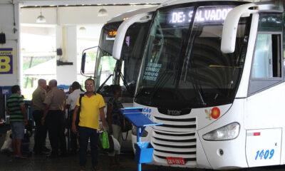 O transporte coletivo intermunicipal rodoviário e hidroviário volta a funcionar, em toda a Bahia, a partir das 5h deste sábado (26). A circulação,