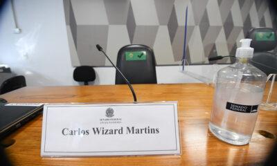 Omar Aziz (PSD-AM), anunciou que oficiará a Justiça Federal pedindo a retenção, pela Polícia Federal, do passaporte do empresário Carlos Wizard