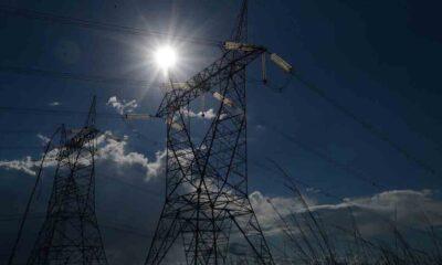 A Agência Nacional de Energia Elétrica (Aneel) vai aumentar também os valores das bandeiras tarifárias, uma sobretaxa que é acionada quando o
