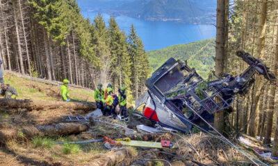 Canal de televisão TG3 mostra o momento exato da queda de um teleférico que levou à morte de 14 pessoas na Itália. Oacidente ocorreu no dia 23 de maio,