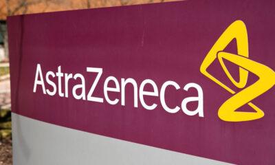 A farmacêutica britânica AstraZeneca anunciou nesta segunda-feira (11) que obteve resultados positivos em testes de fase trêsde um novo coquetel de drogas, uma combinação de anticorpos de longa ação (LAAB, na sigla em inglês), no tratamento contra a covid-19. O medicamento foi batizado de AZD7442.