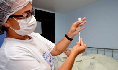 Mais de 260 mil pessoas em Salvador ainda não tomaram a primeira dose contra a Covid-19, ou estão com a segunda e terceira doses atrasadas.