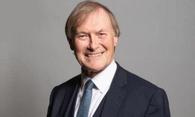 O deputado conservador Sir David Amess, de 69 anos, morreu depois de ter sido esfaqueado várias vezes em uma igreja em Leigh-on-Sea, em seu
